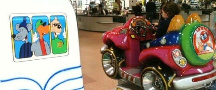 manèges pour enfant au supermarché