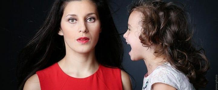 Mais pourquoi nos enfants parlent fort ?