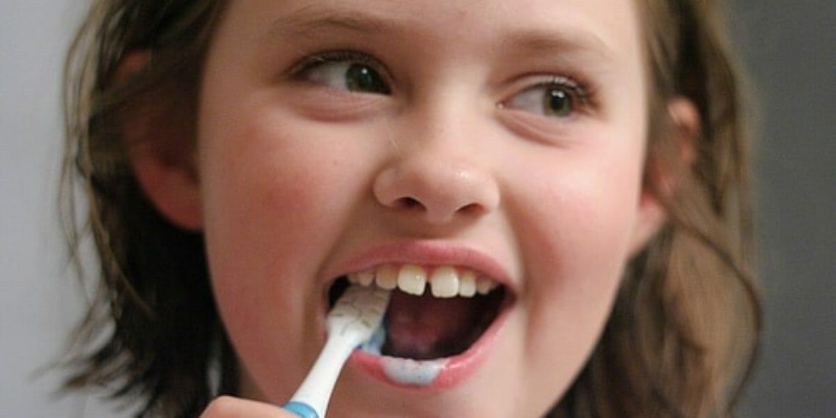 10 trucs qu'on dit à nos enfants pour qu'ils se lavent les dents