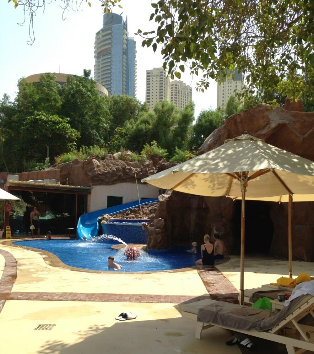 piscine avec tobogan pour enfants hotel habtoor grand beach resort and spa