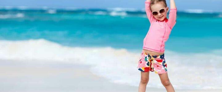 sélection de tee-shirts anti UV pour protéger les enfants du soleil