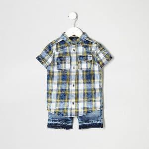look de printemps garçon : Ensemble short et chemise à carreaux bleue
