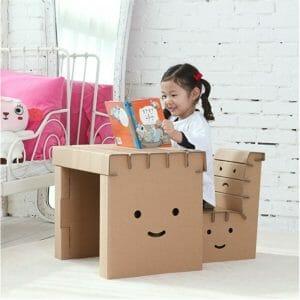 décoration pour une chambre d'enfant - Bureau enfant en carton à colorier