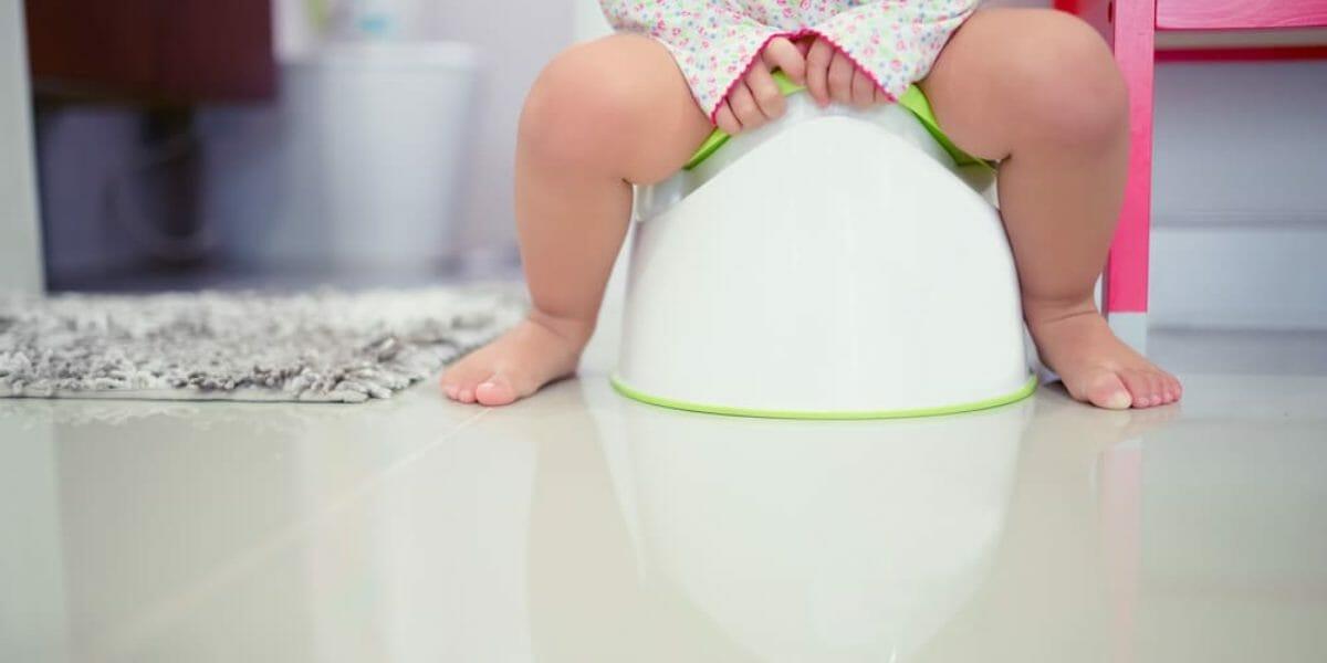 A-quel-age-bebe-pret-pour-pot