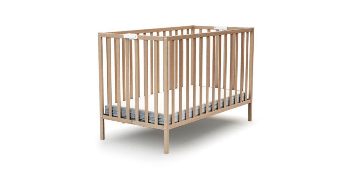 lit à barreaux pliable en bois marque AT4