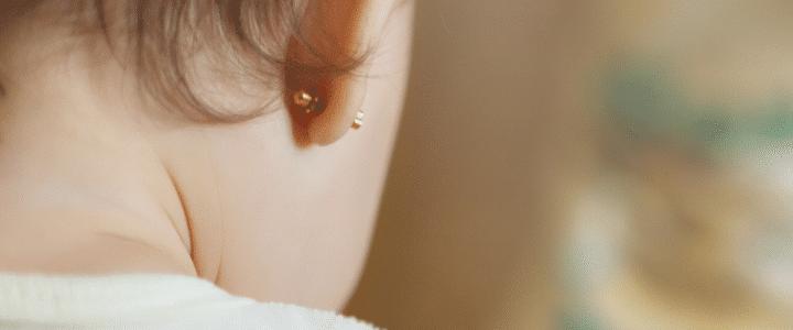 Quand percer les oreilles d'un enfant