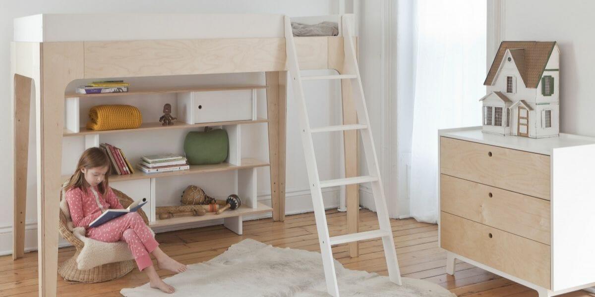 lit mezzanine en bois dans chambre enfant