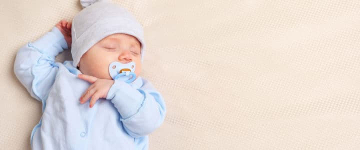 bébé dans son pyjama