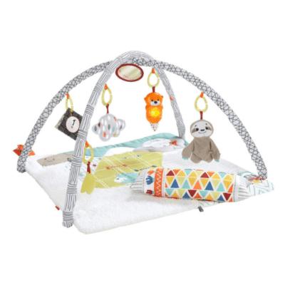 tapis d'éveil pour bébé blanc avec peluches Ficher Price