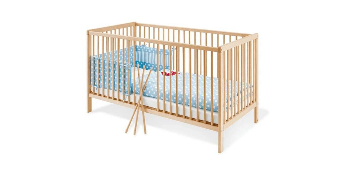 lit bébé à barreaux en bois marque Pinolino