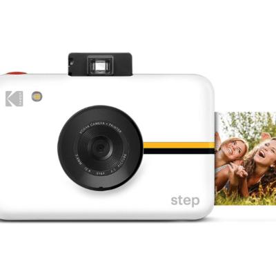 appareil photo numérique blanc avec impression photo instantanée Step marque Kodak