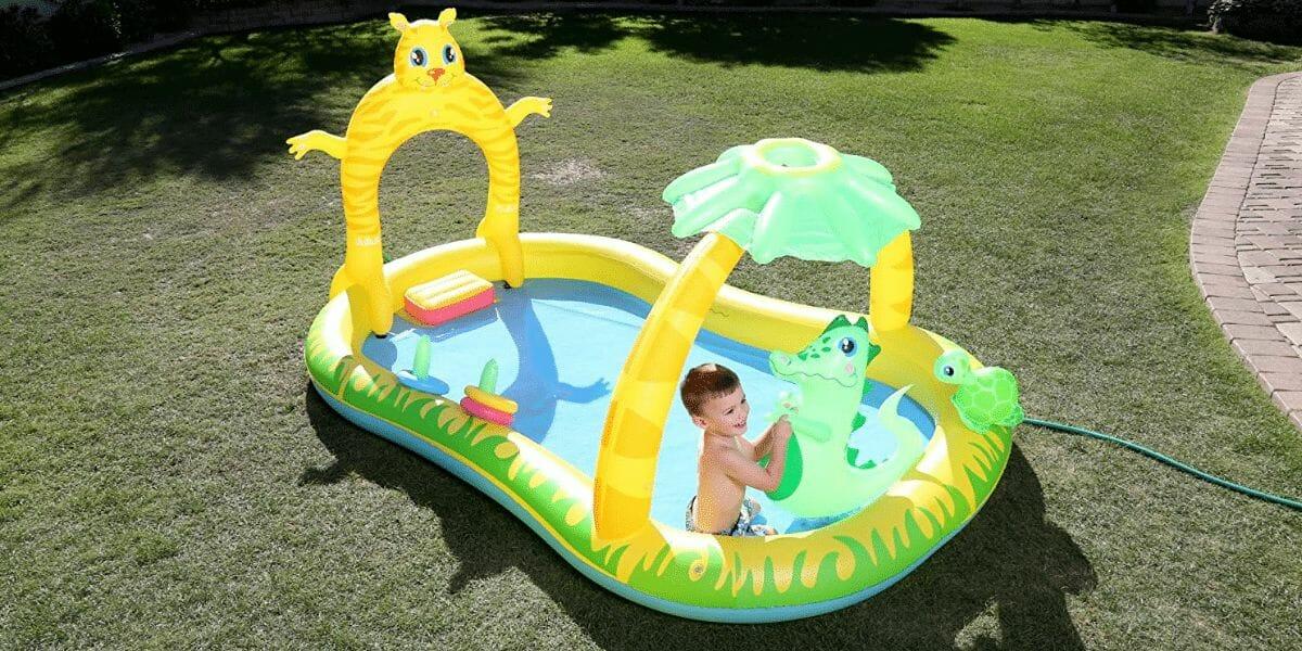 enfant dans piscine gonflable marque bestway