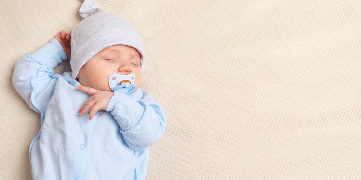 bébé qui dort avec ta tétine