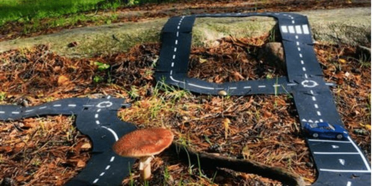 circuit pour voiture Waytoplay en caoutchouc souple dans la forêt
